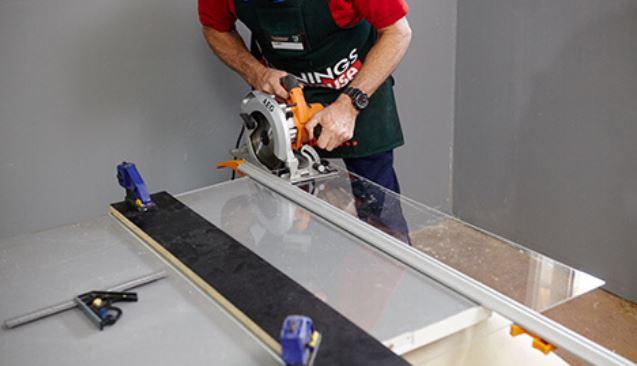 Cutting acrylic sheet