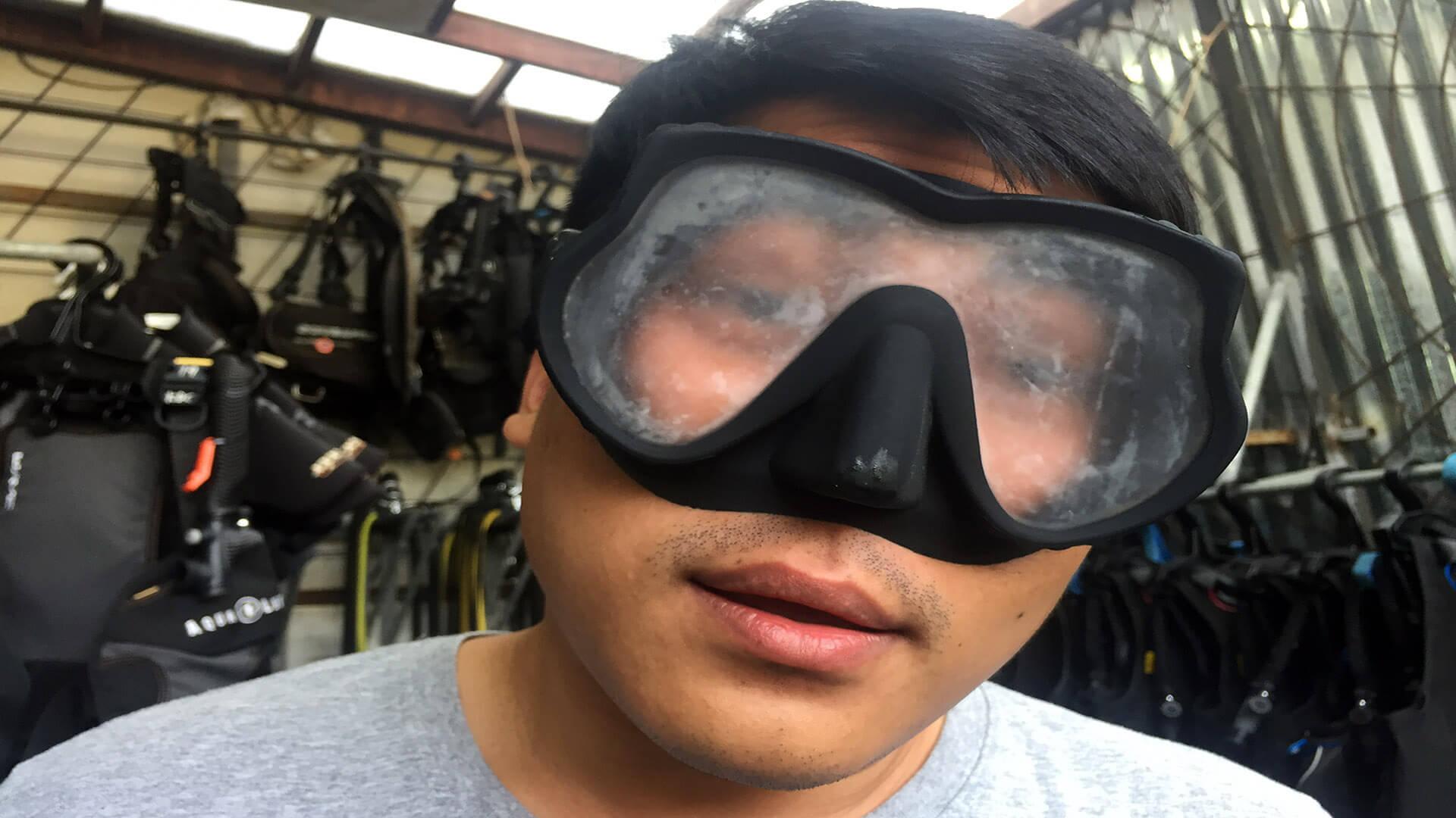 Diving mask fogging