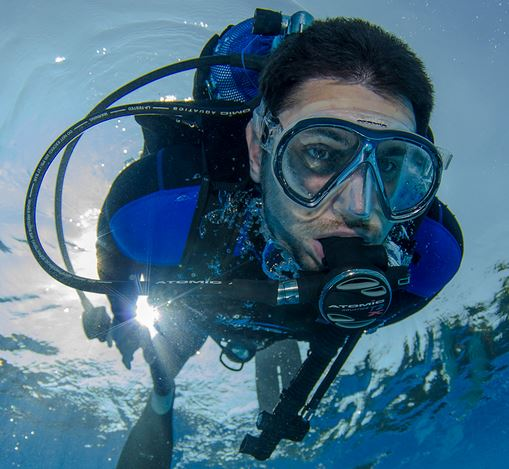 Diver with anti fog diving mask